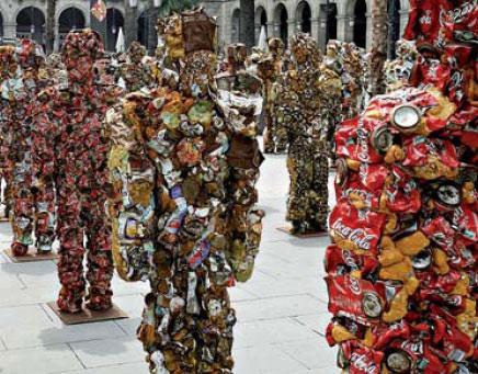 Un ejército en la Plaza Real
