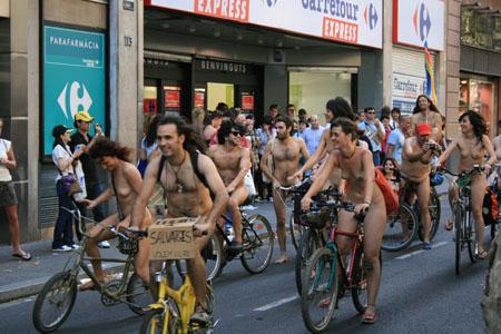 Marcha ciclista por el nudismo