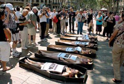 Protesta antitaurina en las Ramblas de Barcelona