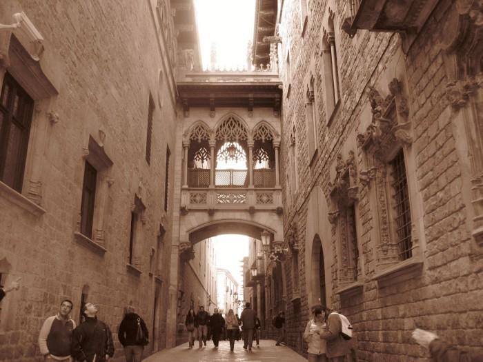 arco-calle-obispo-barri-gotic