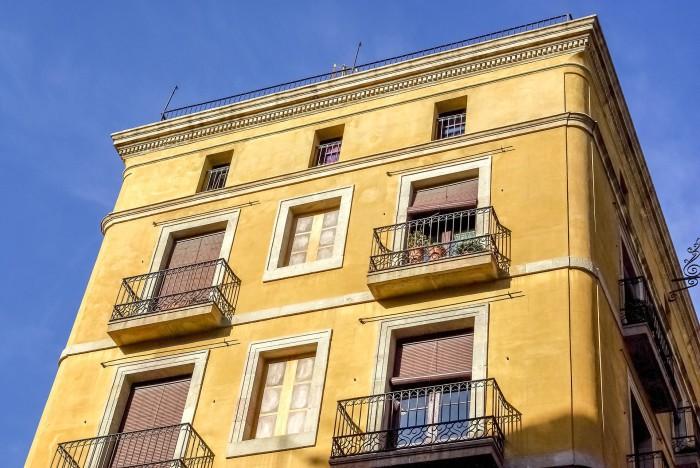 El ayuntamiento se enfrenta a airbnb por los pisos ilegales - Pisos turisticos barcelona ...