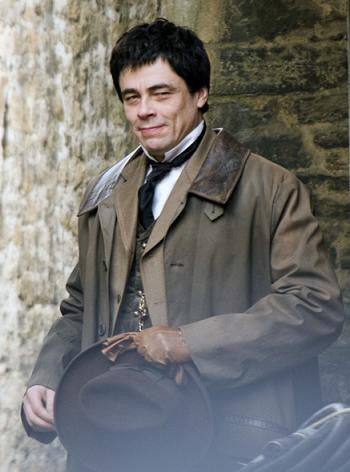 benicio-on-the-set-wolfman.jpg