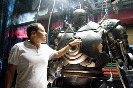 Jon Favreau trabajando para Iron Man 2