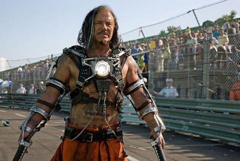Mickey Rourke como Whiplash