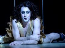 Fast-Casting: Gerard Butler se une a Coriolanus, tres más para Red y Alan Cumming canta y baila en Burlesque