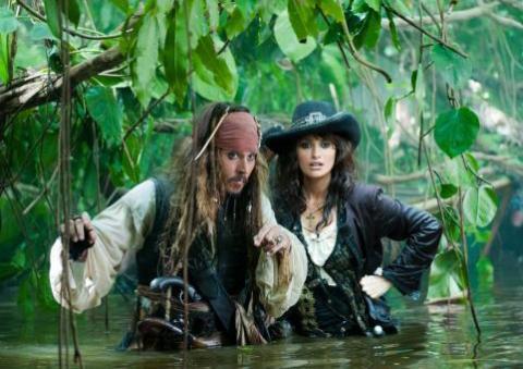 Nuevas imágenes de Piratas del Caribe, en costas extrañas
