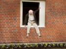 El abuelo que saltó por la ventana… y nos hizo reír y reflexionar