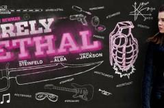 Barely Lethal: Tráiler de la comedia de acción con Samuel L Jackson y Jessica Alba