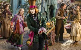 'Alicia a través del espejo' – Colorido brindis a la fantasía infantil