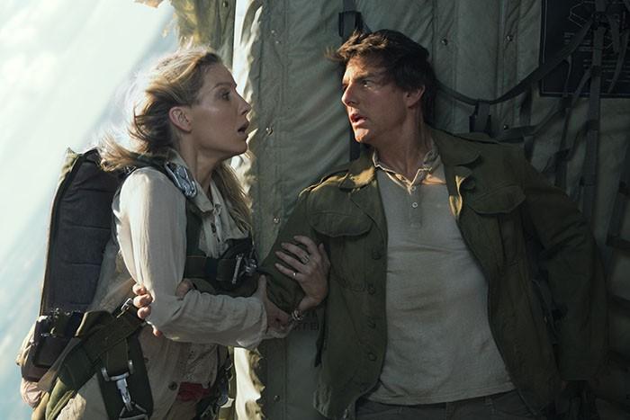 Tom Cruise vuelve de entre los muertos en el primer tráiler en español de 'La momia'
