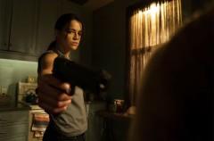 Trailer de The Assignment, la película con Michelle Rodriguez haciendo de asesino transgénero