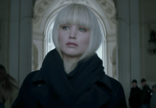 Jennifer Lawrence es una letal espía en el tráiler de Red Sparrow