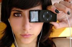 Chica iPod Eye