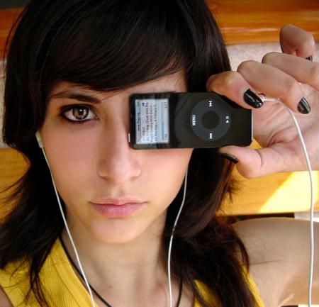 chica ipod