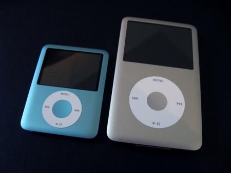 ipod-nano-3g-vs-ipod-classic-1g.jpg