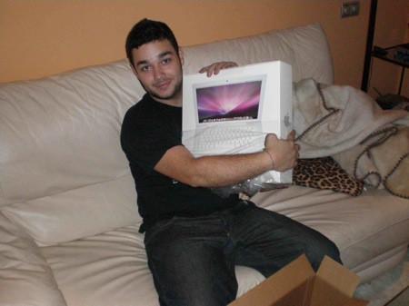 Carlos y el Mac Book