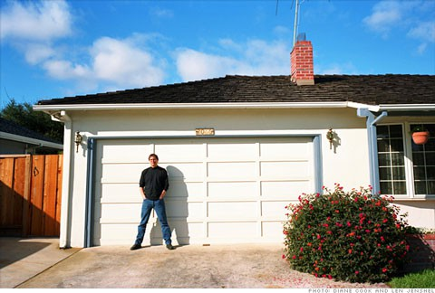 Steve Jobs en el garaje donde fundó Apple