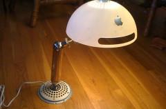 iMac G4 convertido en lámpara