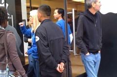 Steve Jobs y Jonathan Ive no se quisieron perder el lanzamiento del iPad