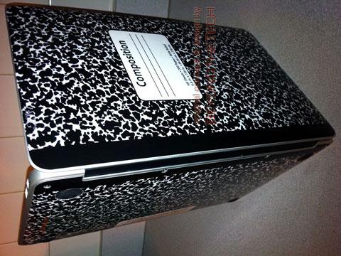 MacBook Air dentro de una libreta