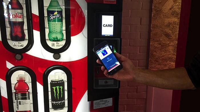 Máquinas de café, bebidas, el parking… págalo mejor con Apple Pay