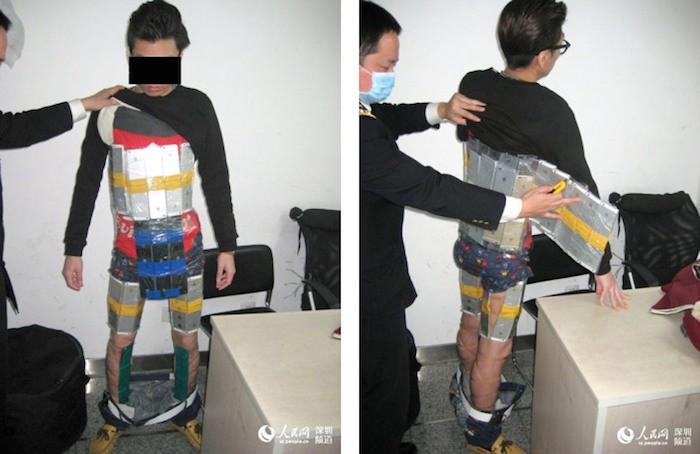 Contrabandista detenido con 94 iPhone atados a su cuerpo