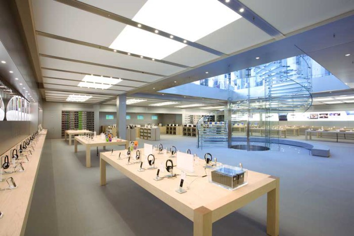 interior Apple Store