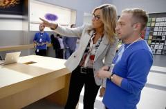 Para Angela Ahrendts, los empleados de una Apple Store son iguales que los ejecutivos