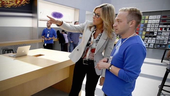 angela-ahrendts-apple-store