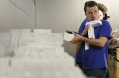 Apple podría enfrentarse a una demanda por registrar los bolsos y mochilas de sus empleados