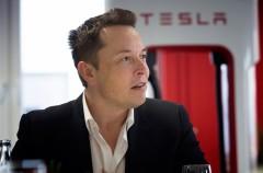 Elon Musk suaviza sus declaraciones contra Apple