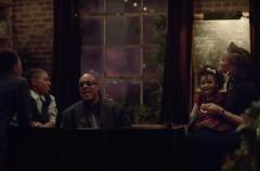 Stevie Wonder y Andra Daye protagonizan el anuncio de navidad de Apple