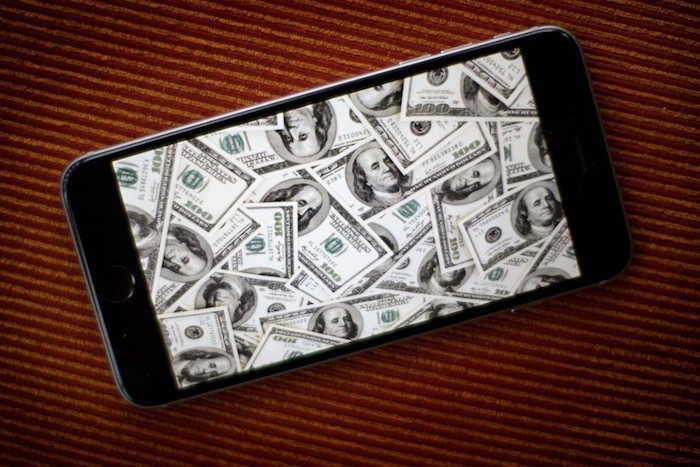 apple-iPhone-money