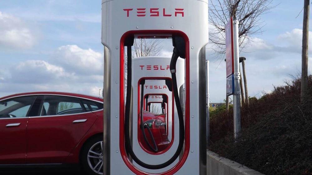 Apple está interesada en la tecnología de las estaciones de carga para vehículos eléctricos