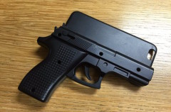 Detenido un pasajero en un aeropuerto por llevar una funda de iPhone con forma de pistola