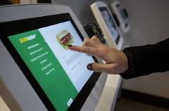 """Pantallas táctiles y Apple Pay: Así serán los restaurantes """"Fast food"""" en no mucho tiempo"""