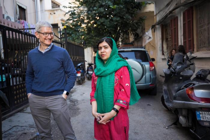 Tim_Cook_and_Malala_Yousafzai_01212018