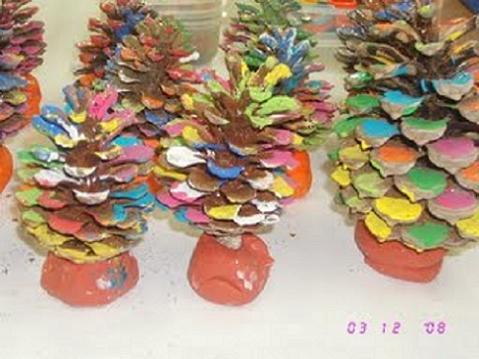 Manualidades para niños: árboles de Navidad en miniatura