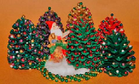 Manualidades para niños: un árbol de Navidad en miniatura