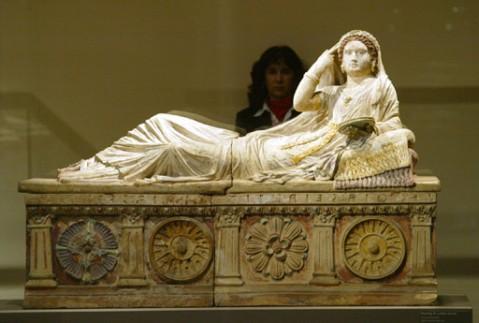 el museo arqueologico de madrid homenajea a la mujer