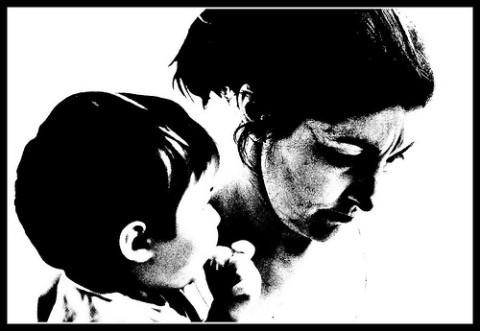 homenaje, de los hijos, a la madre trabajadora