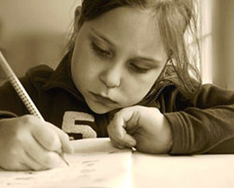 la postura correcta para escribir