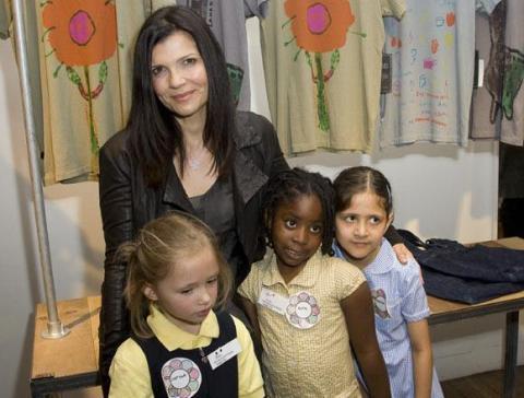 bono de U2 lanza una colección de ropa infantil diseñada por niños