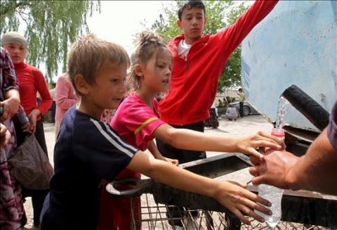 Unicef denuncia que la crisis ha relegado a los niños al olvido