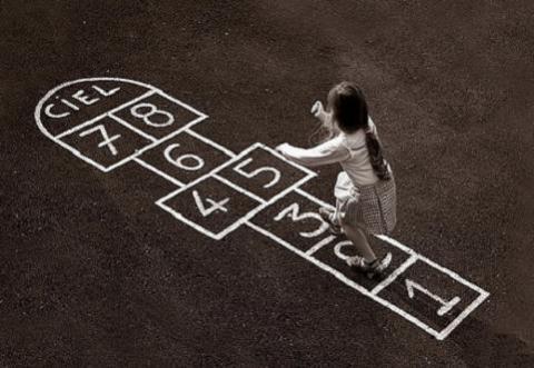 Juegos de siempre para jugar en la calle: Rayuela