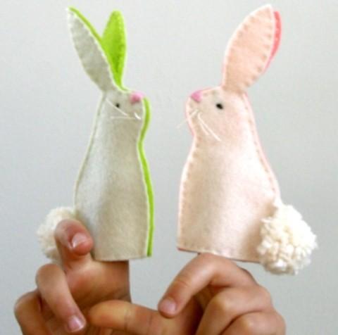 manualidades con niños marionetas de dedos en forma de conejo