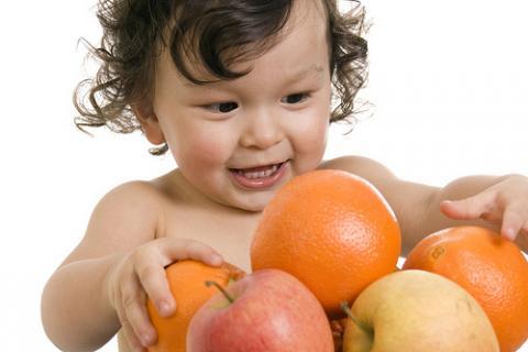 Los niños comen poca fruta, porque en casa es lo que ven