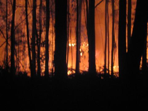 Un incendio obliga a evacuar a 70 niños de colonias