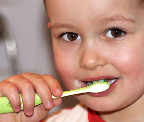 pequeños habitos para evitar las caries en los niños