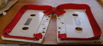 Manualidades con niños: Monederos con cintas de casete_2